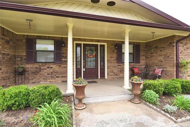 612 Iris Drive, Checotah, OK 74426 (MLS #2109478) :: Active Real Estate