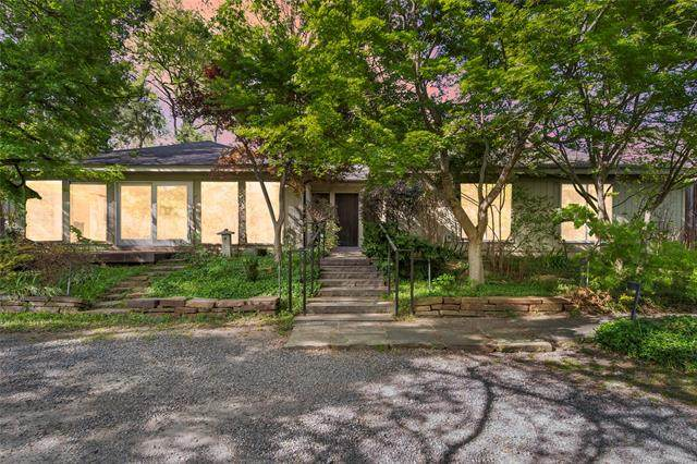 2636 S Columbia Place, Tulsa, OK 74114 (MLS #2109973) :: Hopper Group at RE/MAX Results
