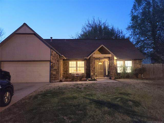 300 W Raleigh Place, Broken Arrow, OK 74011 (MLS #2110404) :: Hopper Group at RE/MAX Results
