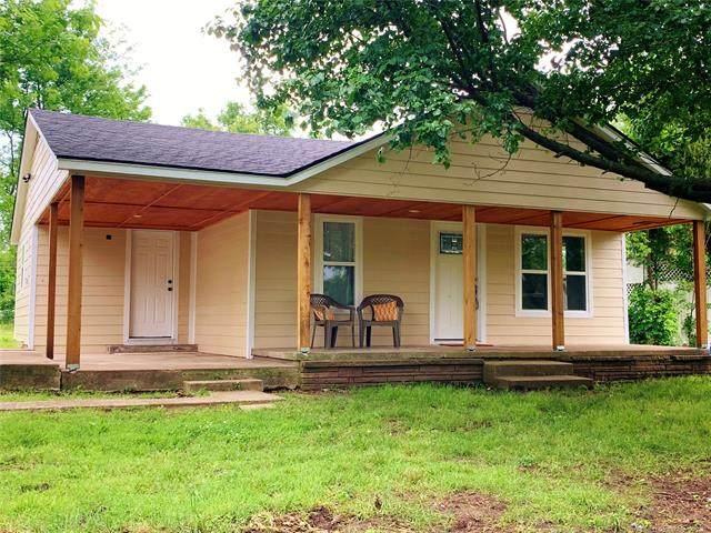 304 E Park Street, Locust Grove, OK 74352 (MLS #2110549) :: 918HomeTeam - KW Realty Preferred