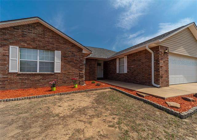 2218 Sycamore, Mcalester, OK 74501 (#2110571) :: Homes By Lainie Real Estate Group