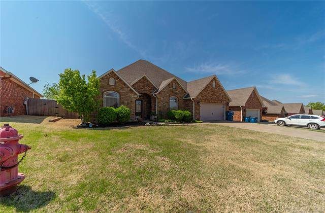 1210 Stonegate, Mcalester, OK 74501 (#2110609) :: Homes By Lainie Real Estate Group