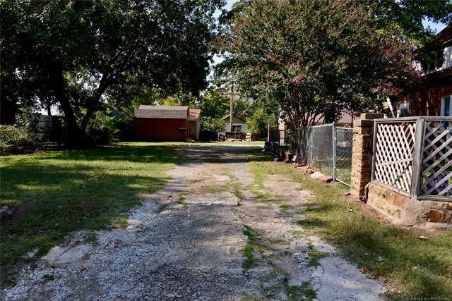 207 N Ferguson Street, Henryetta, OK 74437 (MLS #2110836) :: Owasso Homes and Lifestyle