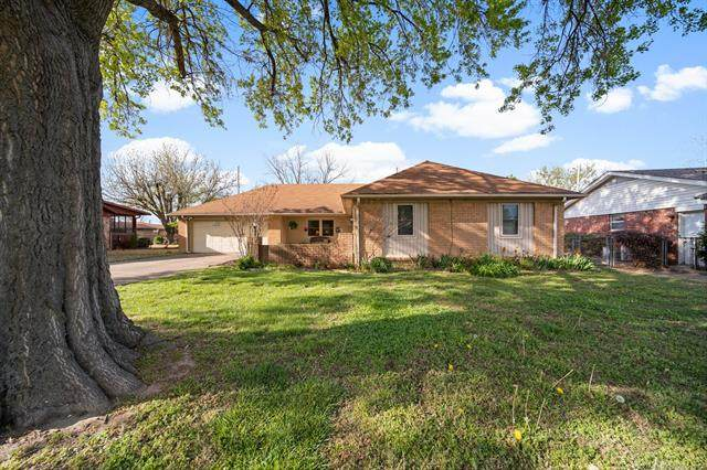 8165 E 31st Court, Tulsa, OK 74145 (MLS #2110882) :: Hopper Group at RE/MAX Results