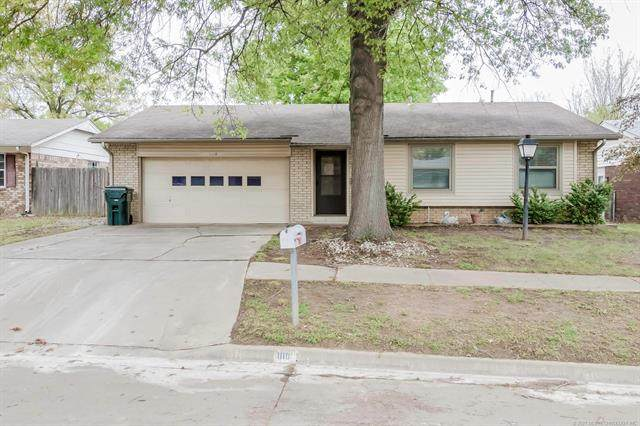 1110 W 16th Place, Claremore, OK 74017 (MLS #2111063) :: RE/MAX T-town