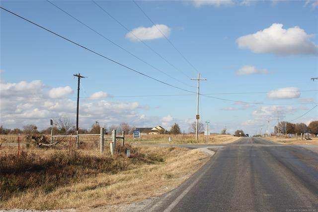 N Memorial Street, Collinsville, OK 74021 (MLS #2111080) :: 918HomeTeam - KW Realty Preferred