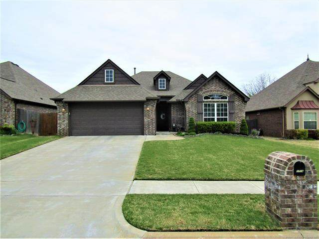 1714 E Montgomery Place, Broken Arrow, OK 74012 (MLS #2111088) :: 918HomeTeam - KW Realty Preferred