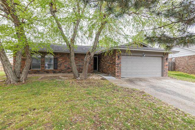 1934 W Urbana Street, Broken Arrow, OK 74012 (MLS #2111243) :: Hopper Group at RE/MAX Results