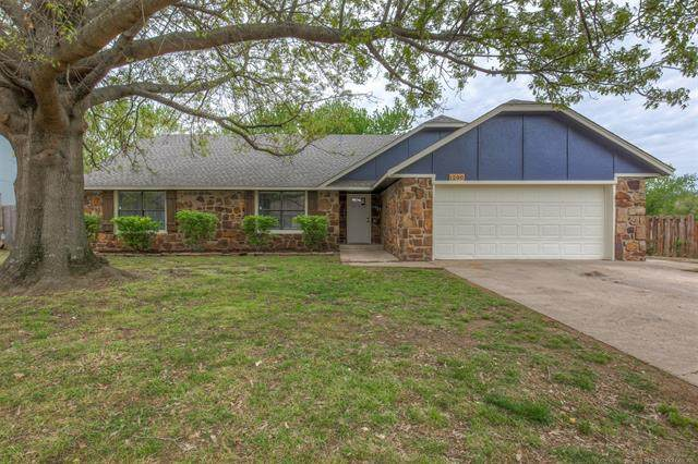1200 S 31st Street, Broken Arrow, OK 74014 (MLS #2111245) :: Hopper Group at RE/MAX Results