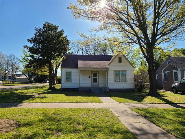 1600 SW Jennings Avenue, Bartlesville, OK 74003 (MLS #2111559) :: Active Real Estate