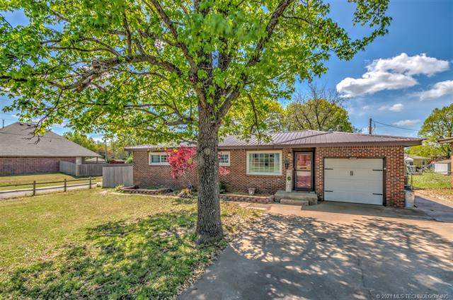 4121 Fairview Road, Bartlesville, OK 74006 (MLS #2111837) :: Active Real Estate