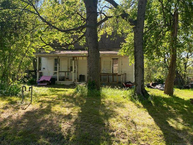 1201 N State Street, Wagoner, OK 74467 (#2112284) :: Homes By Lainie Real Estate Group
