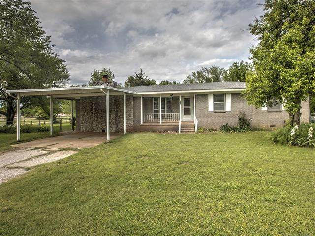 206 E Atlas Avenue, Oologah, OK 74053 (MLS #2112783) :: Hopper Group at RE/MAX Results