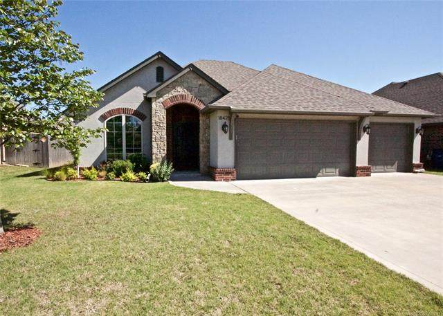 18421 E 49th Place, Tulsa, OK 74134 (#2113226) :: Homes By Lainie Real Estate Group