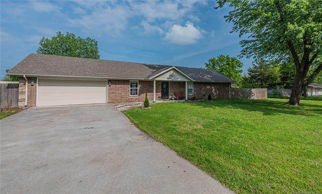 408 N Lincoln Avenue, Wagoner, OK 74467 (#2113505) :: Homes By Lainie Real Estate Group