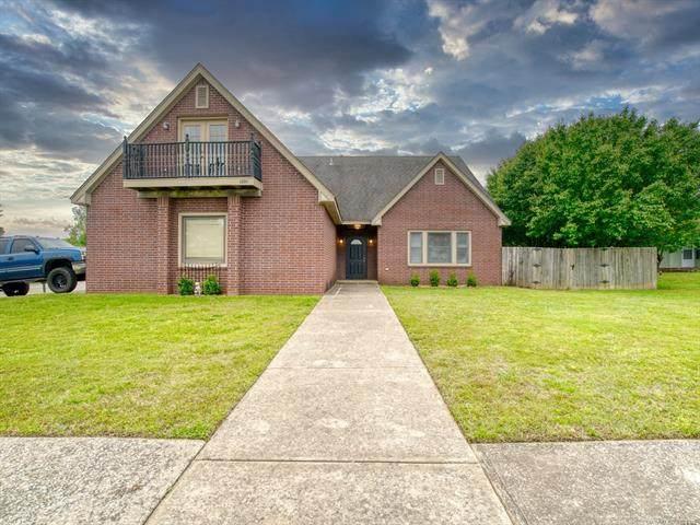 1301 W Kent Street, Broken Arrow, OK 74012 (#2113587) :: Homes By Lainie Real Estate Group