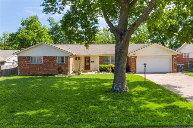 6840 E 57th Place, Tulsa, OK 74145 (MLS #2113781) :: Hopper Group at RE/MAX Results