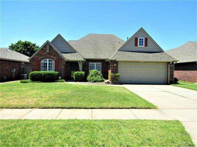 4952 S 204th East Avenue, Broken Arrow, OK 74014 (#2113822) :: Homes By Lainie Real Estate Group