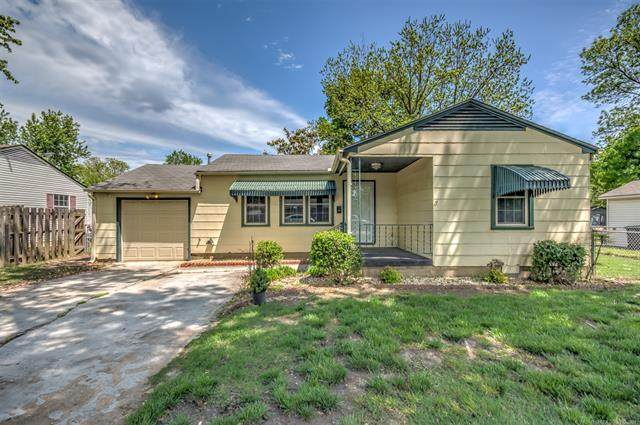 2306 Dewey Avenue, Bartlesville, OK 74003 (MLS #2114035) :: Hopper Group at RE/MAX Results