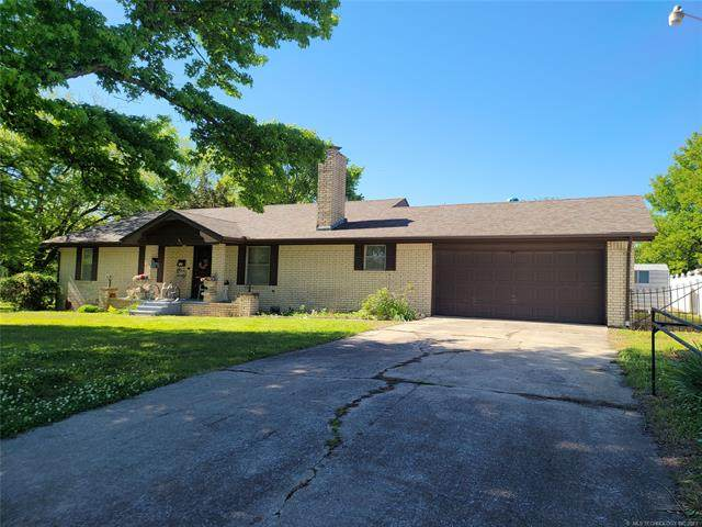 608 W Indianola Avenue, Checotah, OK 74426 (MLS #2114153) :: 580 Realty