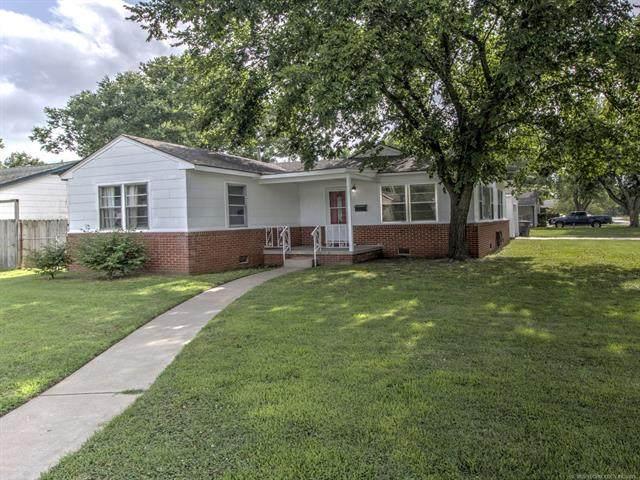 2301 S Osage Avenue, Bartlesville, OK 74003 (MLS #2114203) :: 918HomeTeam - KW Realty Preferred