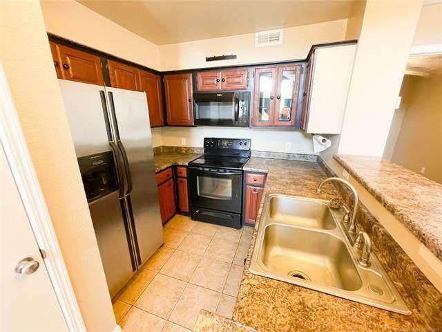 6737 S Peoria Avenue A203, Tulsa, OK 74136 (MLS #2114214) :: 580 Realty