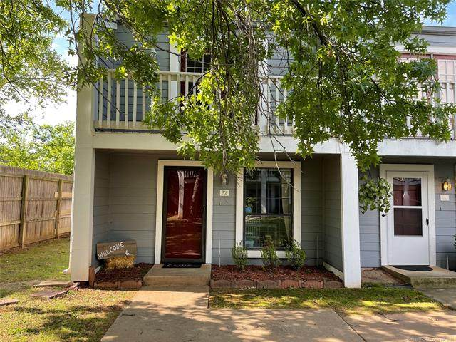 1035 E 57th Place #12, Tulsa, OK 74105 (MLS #2114248) :: 580 Realty