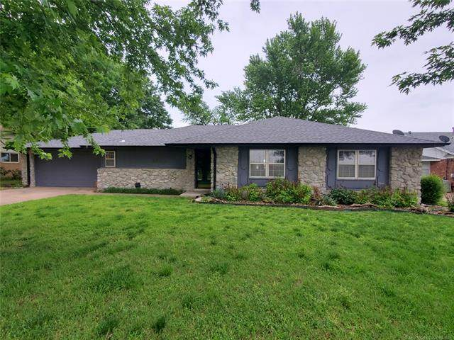 1922 N Sioux Avenue, Claremore, OK 74017 (MLS #2115897) :: Hopper Group at RE/MAX Results