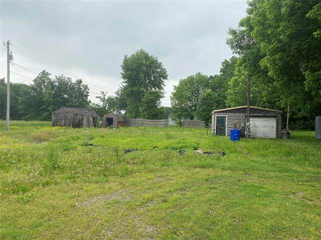 1120 S Pine Street, Nowata, OK 74048 (MLS #2116176) :: Hopper Group at RE/MAX Results