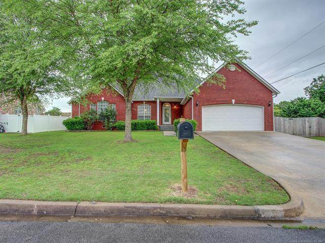 609 S Oak Avenue, Tahlequah, OK 74464 (MLS #2116341) :: Active Real Estate