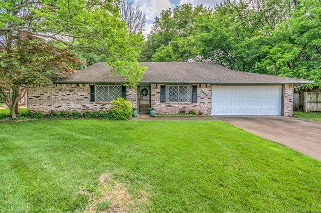 4809 Fleetwood Court, Bartlesville, OK 74006 (MLS #2116385) :: Hopper Group at RE/MAX Results