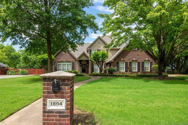 1804 Forest Park Drive, Claremore, OK 74017 (MLS #2117271) :: 918HomeTeam - KW Realty Preferred