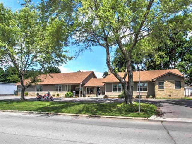 211 S Adair Street, Pryor, OK 74361 (MLS #2117286) :: 918HomeTeam - KW Realty Preferred