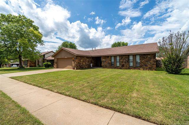 411 Overholt Drive, Sand Springs, OK 74063 (MLS #2117467) :: Hopper Group at RE/MAX Results