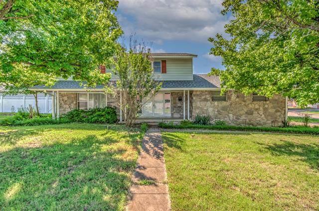 712 Sooner Park Drive, Bartlesville, OK 74006 (MLS #2117857) :: Active Real Estate