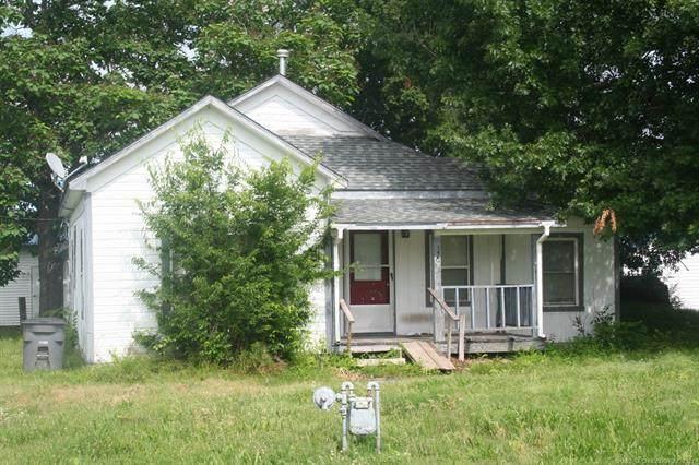 320 N Mccracken Street, Chouteau, OK 74337 (MLS #2117940) :: 918HomeTeam - KW Realty Preferred