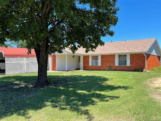 1916 Green Meadows Drive, Mcalester, OK 74501 (MLS #2118120) :: 580 Realty
