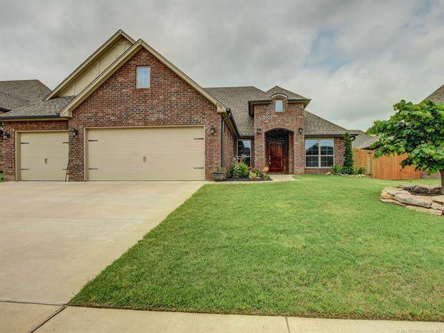 8106 N 77th East Avenue, Owasso, OK 74055 (MLS #2118146) :: Hopper Group at RE/MAX Results