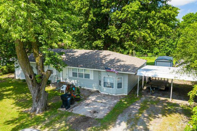 215 S Locust Street, Oologah, OK 74053 (MLS #2118311) :: Hopper Group at RE/MAX Results