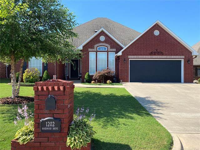 1202 Rosewood Drive, Mcalester, OK 74501 (MLS #2119208) :: 918HomeTeam - KW Realty Preferred