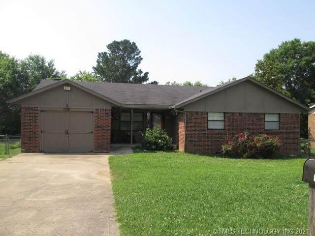1201 E Walnut, Fort Gibson, OK 74434 (MLS #2119438) :: 918HomeTeam - KW Realty Preferred