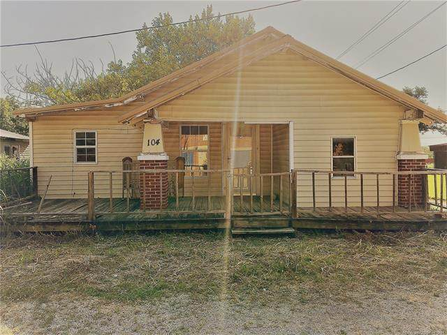 105 S Sixth Street, Ralston, OK 74650 (MLS #2120935) :: Hopper Group at RE/MAX Results