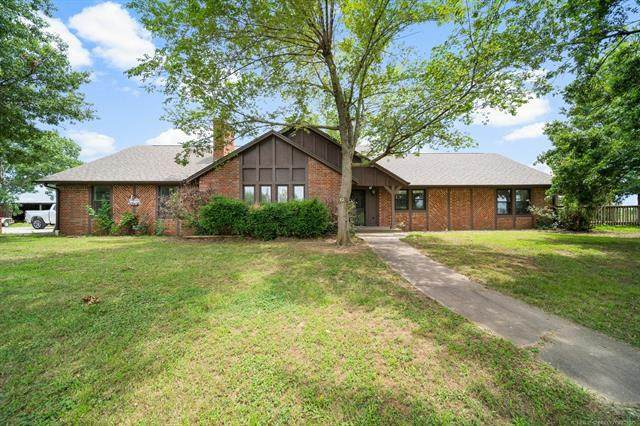 5691 E 390 Road, Oologah, OK 74053 (MLS #2122731) :: Hopper Group at RE/MAX Results