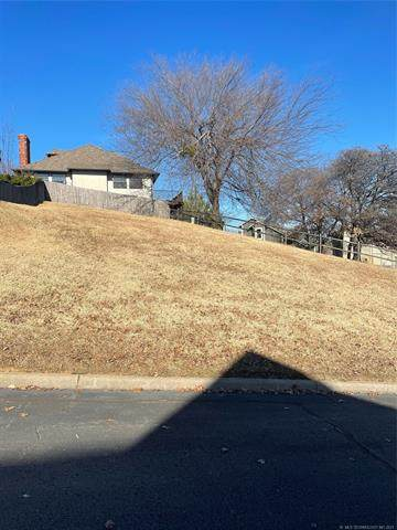 76th Court S, Tulsa, OK 74136 (MLS #2122833) :: Active Real Estate