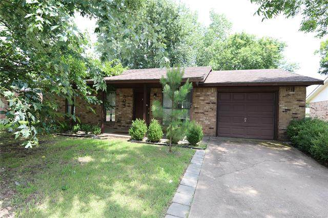 504 NW Highland Drive, Bartlesville, OK 74003 (MLS #2123193) :: Hopper Group at RE/MAX Results