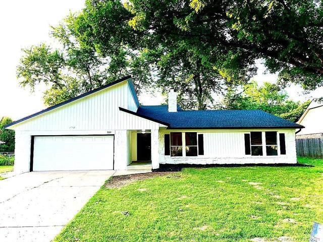 1004 W Roanoke Street, Broken Arrow, OK 74011 (MLS #2123465) :: Hopper Group at RE/MAX Results