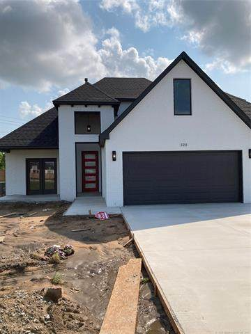 320 W 130th Place, Jenks, OK 74037 (MLS #2123636) :: Hopper Group at RE/MAX Results