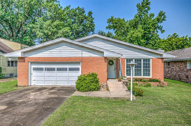 1925 S Dewey Avenue, Bartlesville, OK 74003 (MLS #2123842) :: Hopper Group at RE/MAX Results