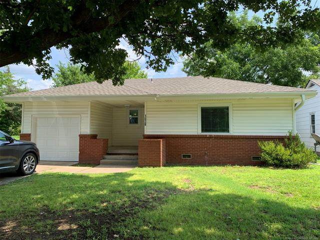 1628 S Armstrong Avenue, Bartlesville, OK 74003 (MLS #2123931) :: 918HomeTeam - KW Realty Preferred