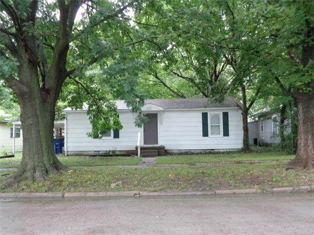 539 S Pine Street, Nowata, OK 74048 (MLS #2123943) :: 918HomeTeam - KW Realty Preferred
